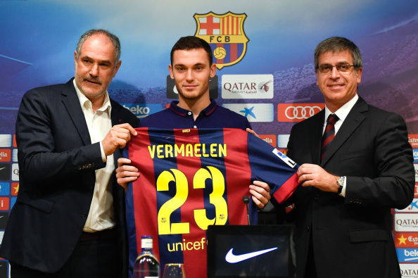 BARCELONA, SPAIN - AUGUST 10:  (L-R) FC Barcelona Sport Director Andoni Zubizarreta, Thomas Vermaelen and FC Barcelona Vice-President Jordi Mestre as Thomas Vermaelen is unveiled as a new player for FC Barcelona at the Camp Nou stadium on August 10, 2014 in Barcelona, Spain.  (Photo by David Ramos/Getty Images)