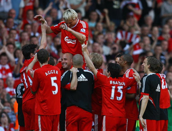 LIVERPOOL, ENGLAND - MAY 24:  Sami Hyypia of Liverpool is lifted on to the shoulders of his team mates after playing his last game for Liverpool in the Barclays  Premier League match between Liverpool and Tottenham Hotspur at Anfield on May 24, 2009 in Liverpool, England.  (Photo by Alex Livesey/Getty Images)