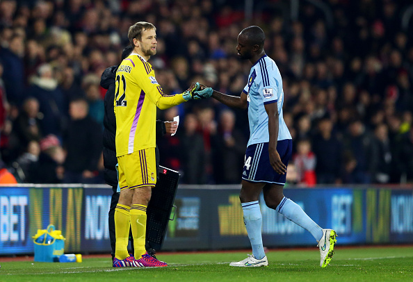 SOUTHAMPTON, ENGLAND - FEBRUARY 11:  Jussi Jaaskelainen of West Ham shakes hands with Carlton Cole after he was substituted following Adrian's red card during the Barclays Premier League match between Southampton and West Ham United at St Mary's Stadium on February 11, 2015 in Southampton, England.  (Photo by Michael Steele/Getty Images)