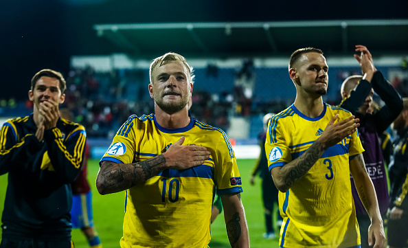 UHERSKE HRADISTE, CZECH REPUBLIC - JUNE 24:  John Guidetti (C) of Sweden celebrates with his team-mates after UEFA U21 European Championship Group B match between Portugal and Sweden at Mestsky Fotbalovy Stadium on June 24, 2015 in Uherske Hradiste, Czech Republic.  (Photo by Matej Divizna/Getty Images)