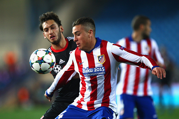 MADRID, SPAIN - MARCH 17:  Jose Gimenez of Atletico Madrid and Hakan Calhanoglu of Bayer Leverkusen compete for the ball during the UEFA Champions League round of 16 match between Club Atletico de Madrid and Bayer 04 Leverkusen at Vicente Calderon Stadium on March 17, 2015 in Madrid, Spain.  (Photo by Gonzalo Arroyo Moreno/Getty Images)