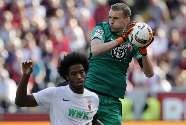 FRANKFURT AM MAIN, GERMANY - AUGUST 22: Goalkeeper Lukas Hradecky of Frankfurt (R) and Caiuby of Augsburg compete for the ball during the Bundesliga match between Eintracht Frankfurt and FC Augsburg at Commerzbank-Arena on August 22, 2015 in Frankfurt am Main, Germany. (Photo by Ronald Wittek/Bongarts/Getty Images)