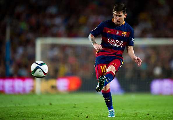 BARCELONA, SPAIN - AUGUST 17: Lionel Messi of FC Barcelona makes a pass during the Spanish Super Cup second leg match between FC Barcelona and Athletic Club at Camp Nou on August 17, 2015 in Barcelona, Spain. (Photo by Alex Caparros/Getty Images)