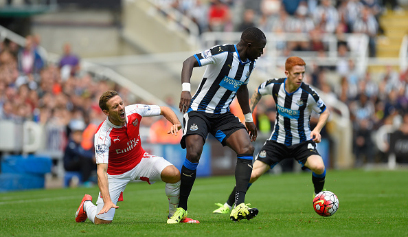 NEWCASTLE UPON TYNE, ENGLAND - AUGUST 29:  Moussa Sissoko of Newcastle United fouls Nacho Monreal and is yellow carded during the Barclays Premier League match between Newcastle United and Arsenal at St James'  Park on August 29, 2015 in Newcastle upon Tyne, United Kingdom.  (Photo by Stu Forster/Getty Images)