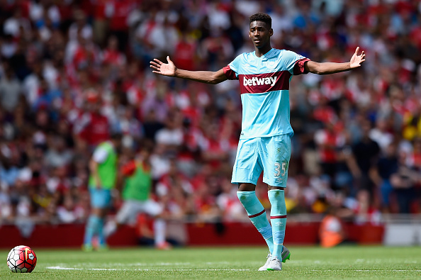 LONDON, ENGLAND - AUGUST 09:  Reece Oxford of West Ham in action during the Barclays Premier League match between Arsenal and West Ham United at Emirates Stadium on August 9, 2015 in London, England.  (Photo by Mike Hewitt/Getty Images)