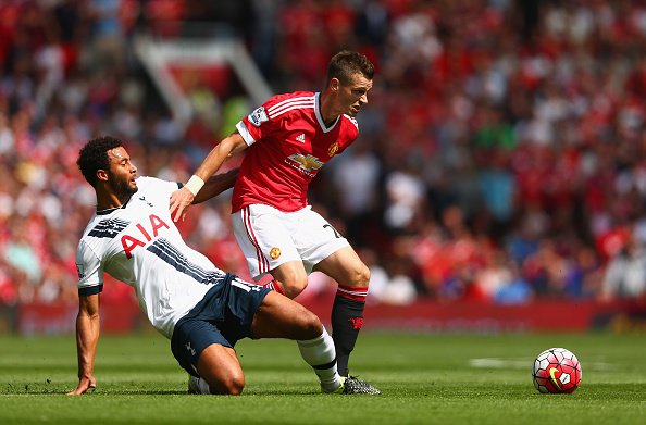 MANCHESTER, ENGLAND - AUGUST 08: Morgan Schneiderlin of Manchester United and Mousa Dembele of Tottenham Hotspur compete for the ball during the Barclays Premier League match between Manchester United and Tottenham Hotspur at Old Trafford on August 8, 2015 in Manchester, England.  (Photo by Clive Brunskill/Getty Images)