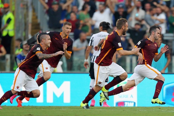 ROME, ITALY - AUGUST 30:  Miralem Pjanic (R) with his teammates of AS Roma celebrates after scoring the opening goal during the Serie A match between AS Roma and Juventus FC at Stadio Olimpico on August 30, 2015 in Rome, Italy.  (Photo by Paolo Bruno/Getty Images)