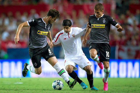 SEVILLE, SPAIN - SEPTEMBER 15: Ever Banega (2ndL) of Sevilla FC competes for the ball with Havard Nordtveit (L) of Borussia Monchengladbach and his teammate Thorgan Hazard (R) during the UEFA Champions League Group D match between Sevilla FC and VfL Borussia Monchengladbach at Estadio Ramon Sanchez Pizjuan on September 15, 2015 in Seville, Spain.  (Photo by Gonzalo Arroyo Moreno/Getty Images)