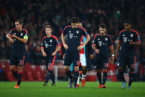 LONDON, ENGLAND - OCTOBER 20:  Philipp Lahm (21), Joshua Kimmich (32), Robert Lewandowski (9), Juan Bernat (18), Douglas Costa (11) of Bayern Munich (9) look dejected in defeat after the UEFA Champions League Group F match between Arsenal FC and FC Bayern Munchen at Emirates Stadium on October 20, 2015 in London, United Kingdom.  (Photo by Paul Gilham/Getty Images)