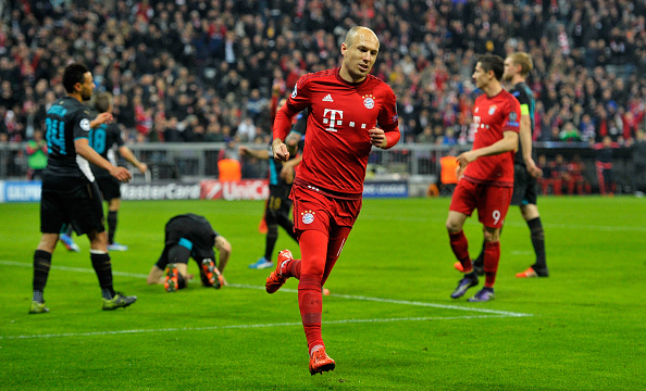 MUNICH, GERMANY - NOVEMBER 04:  Arjen Robben of Bayern Muenchen celebrates scoring his side's fourth goal during the UEFA Champions League Group F match between FC Bayern Muenchen and Arsenal FC at the Allianz Arena on November 4, 2015 in Munich, Germany.  (Photo by Lennart Preiss/Bongarts/Getty Images)