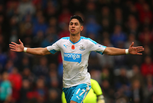 BOURNEMOUTH, ENGLAND - NOVEMBER 07:  Ayoze Perez of Newcastle United celebrates scoring his team's first goal during the Barclays Premier League match between A.F.C. Bournemouth and Newcastle United at Vitality Stadium on November 7, 2015 in Bournemouth, England.  (Photo by Bryn Lennon/Getty Images)