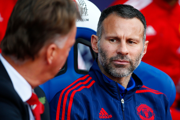 LONDON, ENGLAND - OCTOBER 31:  Ryan Giggs assistant manager of Manchester United (R) talks to Louis van Gaal Manager of Manchester United (L) during the Barclays Premier League match between Crystal Palace and Manchester United at Selhurst Park on October 31, 2015 in London, England.  (Photo by Jordan Mansfield/Getty Images)