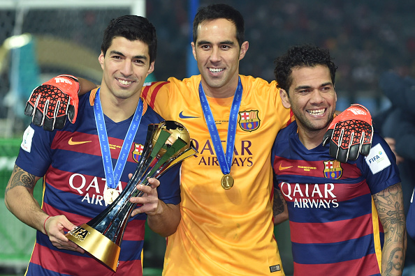 YOKOHAMA, JAPAN - DECEMBER 20:  Luis Suarez, Claudio Bravo and Dani Alves of FC Barcelona celebrate with the trophy during the final match between River Plate and FC Barcelona at International Stadium Yokohama on December 20, 2015 in Yokohama, Japan.  (Photo by Atsushi Tomura/Getty Images)