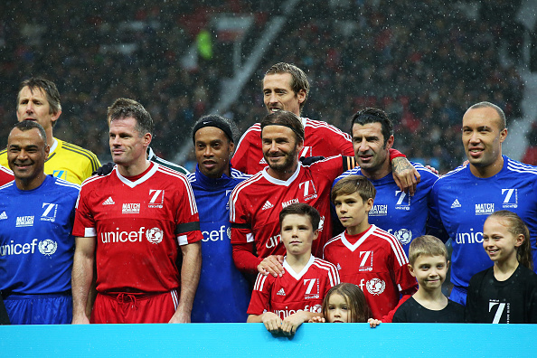 MANCHESTER, ENGLAND - NOVEMBER 14:  David Beckham the Captain of Great Britain & Ireland, his children and other participating players pose for the cameras prior to kickoff during the David Beckham Match for Children in aid of UNICEF between Great Britain & Ireland and Rest of the World at Old Trafford on November 14, 2015 in Manchester, England.  (Photo by Alex Livesey/Getty Images)