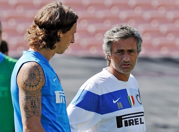 PASADENA, CA - JULY 20:  Zlatan Ibrahimovic (L) striker of Inter Milan and coach Jose Mourinho talk as they watch team practice at the Rose Bowl stadium on July 20, 2009 in Pasadena, California.  (Photo by Kevork Djansezian/Chelsea FC)