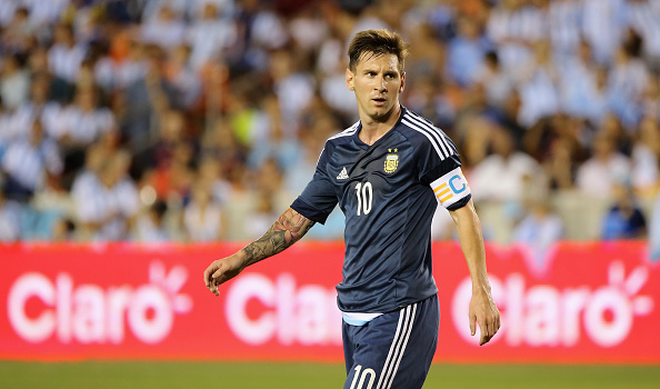 HOUSTON, TX - SEPTEMBER 04:  Lionel Messi #10 of Argentina walks across the field during their International friendly match against Bolivia at BBVA Compass Stadium on September 4, 2015 in Houston, Texas.  (Photo by Scott Halleran/Getty Images)