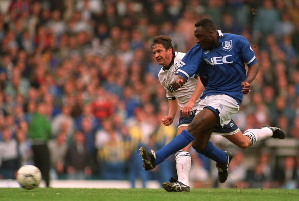 9 APR 1995:  DANIEL AMOKACHI  OF EVERTON  SHOTS  AT GOAL  GETTING PAST GARY MABBUTT (SPURS) DURING THE TOTTENHAM HOTSPURS V EVERTON FA CUP SEMI-FINAL MATCH PLAYED AT ELLAND ROAD IN LEEDS. Mandatory Credit: ALLSPORT