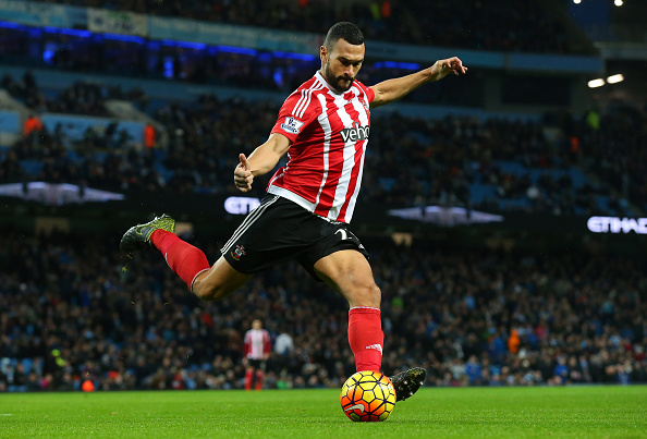 MANCHESTER, ENGLAND - NOVEMBER 28:  Steven Caulker of Southampton during the Barclays Premier League match between Manchester City and Southampton at Etihad Stadium on November 28, 2015 in Manchester, England.  (Photo by Alex Livesey/Getty Images)