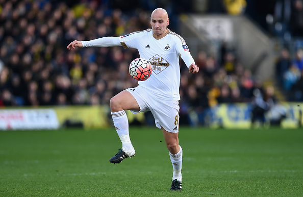 OXFORD, ENGLAND - JANUARY 10:  Jonjo Shelvey of Swansea in action during The Emirates FA Cup Third Round match between Oxford United and Swansea City at Kassam Stadium on January 10, 2016 in Oxford, England.  (Photo by Stu Forster/Getty Images)