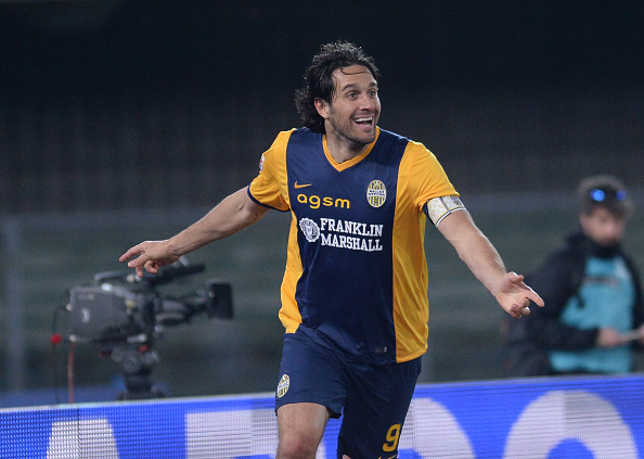 VERONA, ITALY - MARCH 15:  Luca Toni of Hellas Verona celebrates after scoring his team's second goal during the Serie A match between Hellas Verona FC and SSC Napoli at Stadio Marc'Antonio Bentegodi on March 15, 2015 in Verona, Italy.  (Photo by Dino Panato/Getty Images)