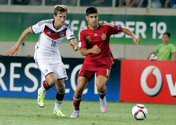 LARISSA, GREECE - JULY 07: Jonas Fohnerbach of Germany competes with Marco Asenio of Spain during the UEFA U-19 Championship 2015 final tournament match between Spain and Germany at AEL Arena stadium on July 7, 2015 in Larissa, Greece. (Photo by Milos Bicanski/Bongarts/Getty Images)  Marco HIngerl; Mikel Merino