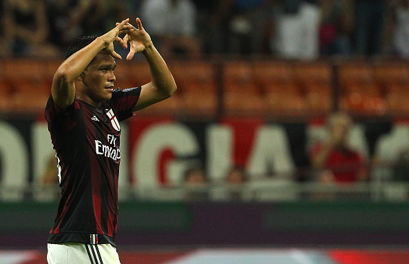 MILAN, ITALY - AUGUST 29:  Carlos Bacca of AC Milan celebrates after scoring the opening goal during the Serie A match between AC Milan and Empoli FC at Stadio Giuseppe Meazza on August 29, 2015 in Milan, Italy.  (Photo by Marco Luzzani/Getty Images)