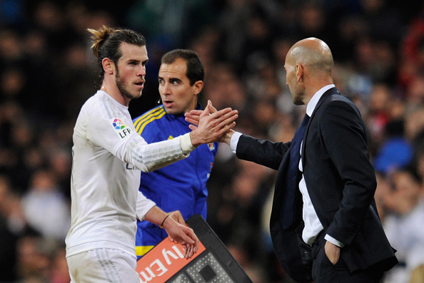 MADRID, SPAIN - JANUARY 09:  Hat trick scorer Gareth Bale of Real Madrid shakes hands with Zinedine Zidane manager of Real Madrid as he is substituted during the La Liga match between Real Madrid CF and RC Deportivo La Coruna at Estadio Santiago Bernabeu on January 9, 2016 in Madrid, Spain.  (Photo by Denis Doyle/Getty Images)