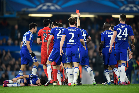 LONDON, ENGLAND - MARCH 11:  Referee Bjorn Kuipers of the Netherlands shows a straight red card to Zlatan Ibrahimovic (not seen) of PSG for his tackle on Oscar of Chelsea during the UEFA Champions League Round of 16, second leg match between Chelsea and Paris Saint-Germain at Stamford Bridge on March 11, 2015 in London, England.  (Photo by Mike Hewitt/Getty Images)