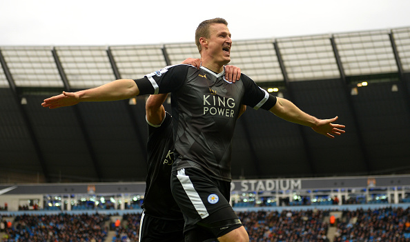 MANCHESTER, ENGLAND - FEBRUARY 06:  Robert Huth (R) of Leicester City celebrates scoring his team's third goal with his team mate Danny Drinkwater (L) during the Barclays Premier League match between Manchester City and Leicester City at the Etihad Stadium on February 6, 2016 in Manchester, England.  (Photo by Michael Regan/Getty Images)