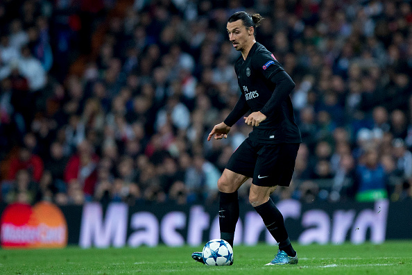 MADRID, SPAIN - NOVEMBER 03: Zlatan Ibrahimovic of Paris Saint-Germain controls the ball during the UEFA Champions League Group A match between Real Madrid CF and Paris Saint-Germain at Estadio Santiago Bernabeu on November 3, 2015 in Madrid, Spain.  (Photo by Gonzalo Arroyo Moreno/Getty Images)