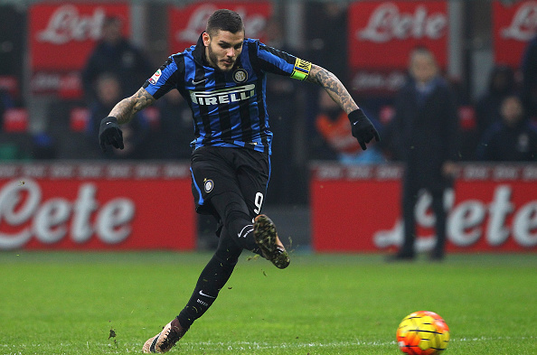 MILAN, ITALY - DECEMBER 20:  Mauro Emanuel Icardi of FC Internazionale Milano scores his goal during the Serie A match between FC Internazionale Milano and SS Lazio at Stadio Giuseppe Meazza on December 20, 2015 in Milan, Italy.  (Photo by Marco Luzzani/Getty Images)