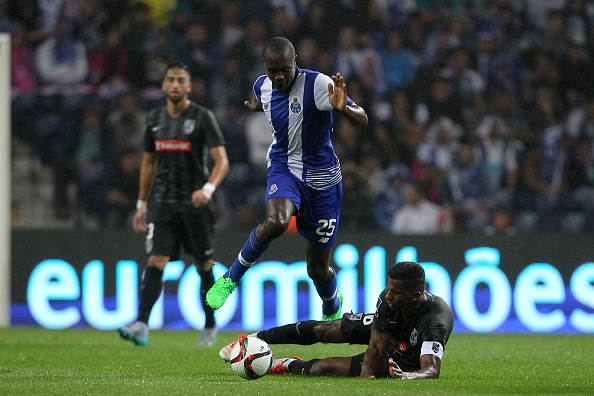 PORTO, PORTUGAL - AUGUST 15:  Guimaraes's forward Cafu tackles Porto's midfielder Giannelli Imbula during the match between FC Porto and Vitoria Guimaraes for the Portuguese Primeira Liga at Estadio do Dragao on August 15, 2015 in Porto, Portugal.  (Photo by Carlos Rodrigues/Getty Images)
