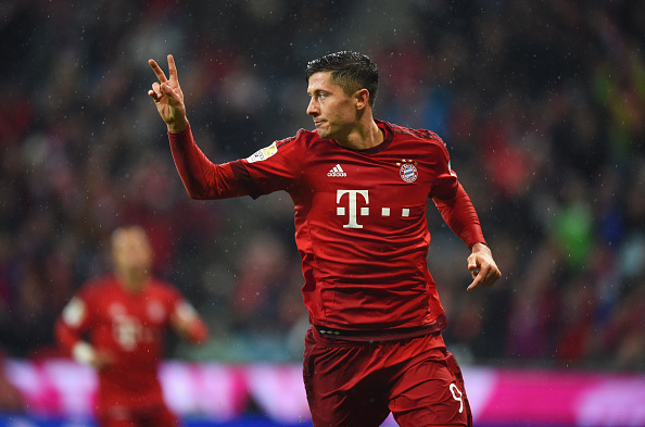 MUNICH, GERMANY - JANUARY 31:  Robert Lewandowski of Bayern Munich celebrates as he scores his and the team's second goal during the Bundesliga match between FC Bayern Muenchen and 1899 Hoffenheim at Allianz Arena on January 31, 2016 in Munich, Germany.  (Photo by Matthias Hangst/Bongarts/Getty Images)