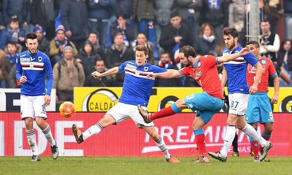 GENOA, ITALY - JANUARY 24:  Gonzalo Higuain of Napoli is challenged by Niklas Moisander of Sampdoria during  the Serie A match between UC Sampdoria and SSC Napoli at Stadio Luigi Ferraris on January 24, 2016 in Genoa, Italy.  (Photo by Getty Images/Getty Images)
