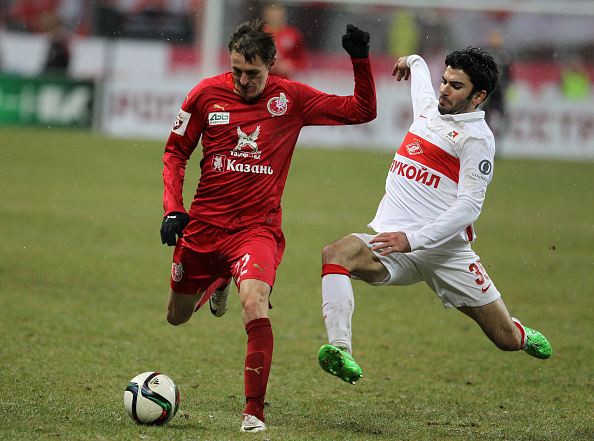 KAZAN, RUSSIA - NOVEMBER 30: Vladimir Dyadyun (L) of FC Rubin Kazan is challenged by Serdar Tasci of FC Spartak Moscow during the Russian Premier League match between FC Rubin Kazan and FC Spartak Moscow at the Kazan Arena Stadium on November 30, 2015 in Kazan, Russia.  (Photo by Epsilon/Getty Images)