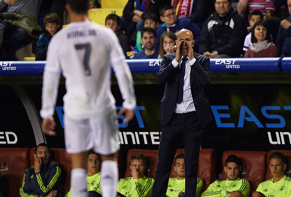 VALENCIA, SPAIN - MARCH 02:  Real Madrid manager Zinedine Zidane gives instructions during the La Liga match between Levante UD and Real Madrid at Ciutat de Valencia on March 02, 2016 in Valencia, Spain.  (Photo by Manuel Queimadelos Alonso/Getty Images)