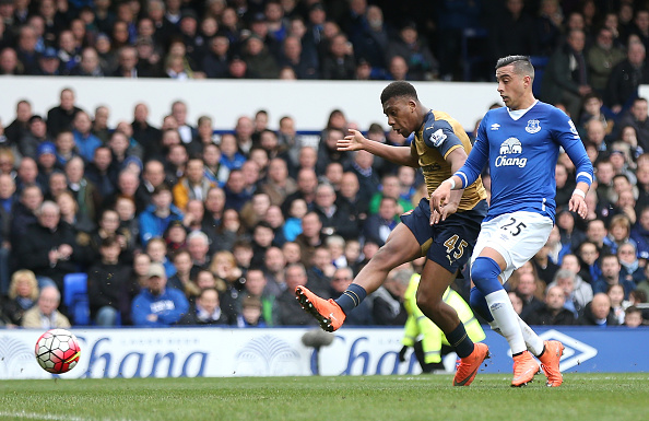 LIVERPOOL, ENGLAND - MARCH 19:  Alex Iwobi of Arsenal scores his team's second goal during the Barclays Premier League match between Everton and Arsenal at Goodison Park on March 19, 2016 in Liverpool, England.  (Photo by Chris Brunskill/Getty Images)