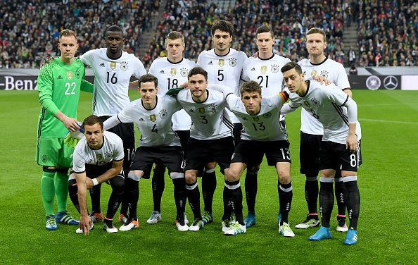 MUNICH, GERMANY - MARCH 29: Players of Germany pose for a picture prior to the International Friendly match between Germany and Italy at Allianz Arena on March 29, 2016 in Munich, Germany.  (Photo by Matthias Hangst/Bongarts/Getty Images)
