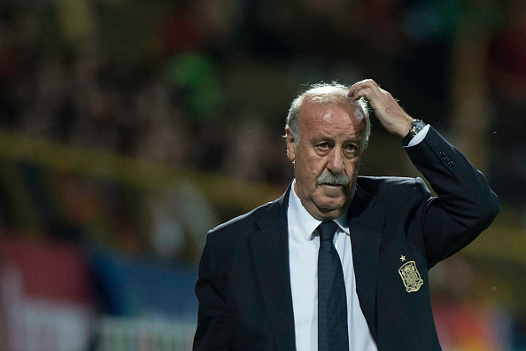 LEON, SPAIN - JUNE 11:  National coach Vicente del Bosque of Spain gestures during the international friendly match between Spain and Costa Rica at Reino de Leon Stadium on June 11, 2015 in Leon, Spain.  (Photo by Gonzalo Arroyo Moreno/Getty Images)