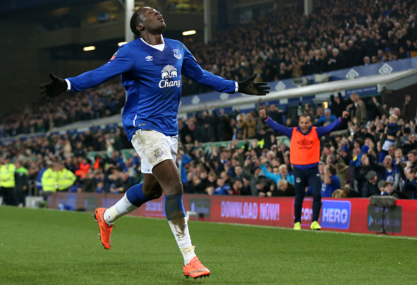 LIVERPOOL, ENGLAND - MARCH 12:  Romelu Lukaku of Everton celebrates scoring his team's first goal during the Emirates FA Cup sixth round match between Everton and Chelsea at Goodison Park on March 12, 2016 in Liverpool, England.  (Photo by Chris Brunskill/Getty Images)