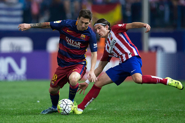 MADRID, SPAIN - SEPTEMBER 12: Lionel Messi (L) of FC Barcelona competes for the ball with Filipe Luis (R) of Atletico de Madrid during the La Liga match between Club Atletico de Madrid and FC Barcelona at Vicente Calderon Stadium on September 12, 2015 in Madrid, Spain.  (Photo by Gonzalo Arroyo Moreno/Getty Images)