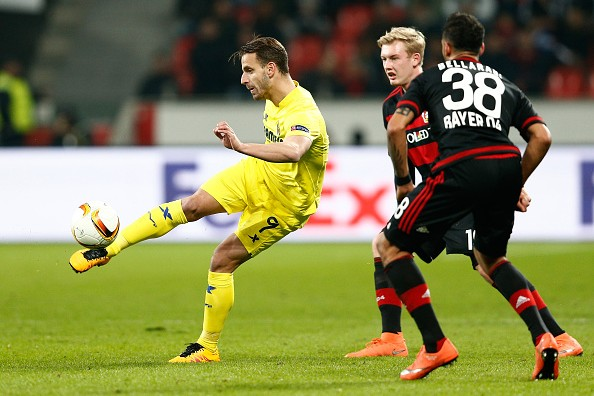 LEVERKUSEN, GERMANY - MARCH 17:  Roberto Soldado of Villarreal is watched by Julian Brandt and Karim Bellarabi of Bayer Leverkusen (38) during the UEFA Europa League round of 16, second leg match between Bayer Leverkusen and Villarreal CF at Bay Arena on March 17, 2016 in Leverkusen, Germany.  (Photo by Dean Mouhtaropoulos/Bongarts/Getty Images)