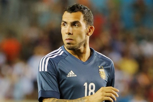 HOUSTON, TX - SEPTEMBER 04:  Carlos Tevez #18 of Argentina in action on the field during their International friendly match against Bolivia at BBVA Compass Stadium on September 4, 2015 in Houston, Texas.  (Photo by Scott Halleran/Getty Images)