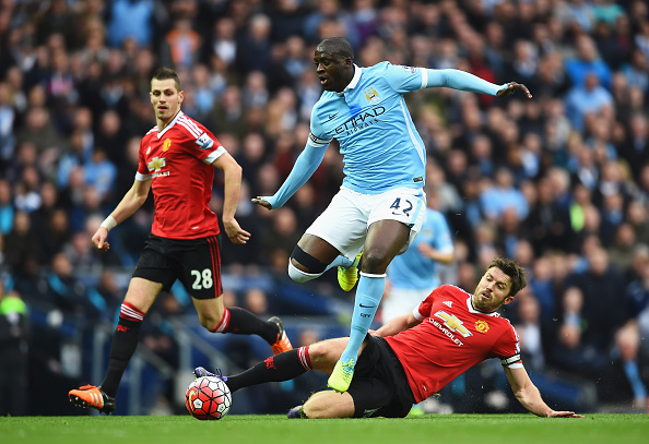 MANCHESTER, ENGLAND - MARCH 20:  Yaya Toure of Manchester City evades Michael Carrick of Manchester United during the Barclays Premier League match between Manchester City and Manchester United at Etihad Stadium on March 20, 2016 in Manchester, United Kingdom.  (Photo by Laurence Griffiths/Getty Images)
