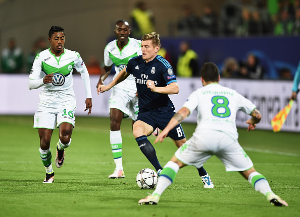 WOLFSBURG, GERMANY - APRIL 06:  Toni Kroos of Real Madrid is challenged by Vieirinha of Wolfsburg during the UEFA Champions League Quarter Final First Leg match between VfL Wolfsburg and Real Madrid at Volkswagen Arena on April 6, 2016 in Wolfsburg, Germany.  (Photo by Stuart Franklin/Bongarts/Getty Images)