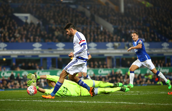 LIVERPOOL, ENGLAND - MARCH 12:  Diego Costa of Chelsea shoots at goal during the Emirates FA Cup sixth round match between Everton and Chelsea at Goodison Park on March 12, 2016 in Liverpool, England.  (Photo by Clive Brunskill/Getty Images)