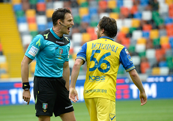 UDINE, ITALY - APRIL 17: Referee Claudio Gavillucci (L) speakes with Perparim Hetemaj of Chievo Verona during the Serie A match between Udinese Calcio and AC Chievo Verona at Stadio Friuli on April 17, 2016 in Udine, Italy.  (Photo by Dino Panato/Getty Images)
