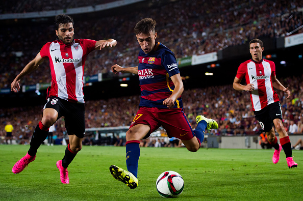 BARCELONA, SPAIN - AUGUST 17: Munir El Haddadi (C) of FC Barcelona kicks the ball next to Eneko Boveda (L) of Athletic Club during the Spanish Super Cup second leg match between FC Barcelona and Athletic Club at Camp Nou on August 17, 2015 in Barcelona, Spain. (Photo by Alex Caparros/Getty Images)