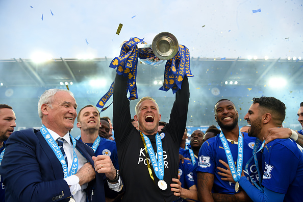 LEICESTER, ENGLAND - MAY 07:  Kasper Schmeichel of Leicester City lifts the Premier League Trophy as players and staffs celebrate the season champion after the Barclays Premier League match between Leicester City and Everton at The King Power Stadium on May 7, 2016 in Leicester, United Kingdom.  (Photo by Michael Regan/Getty Images)