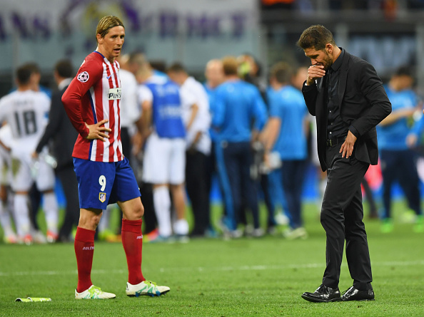 MILAN, ITALY - MAY 28:  Fernando Torres of Atletico Madrid and Head coch Diego Simeone are seen during the UEFA Champions League Final match between Real Madrid and Club Atletico de Madrid at Stadio Giuseppe Meazza on May 28, 2016 in Milan, Italy.  (Photo by Shaun Botterill/Getty Images)